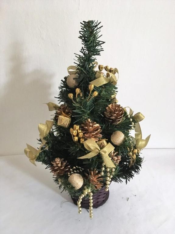 Malý vánoční stromeček zlatý