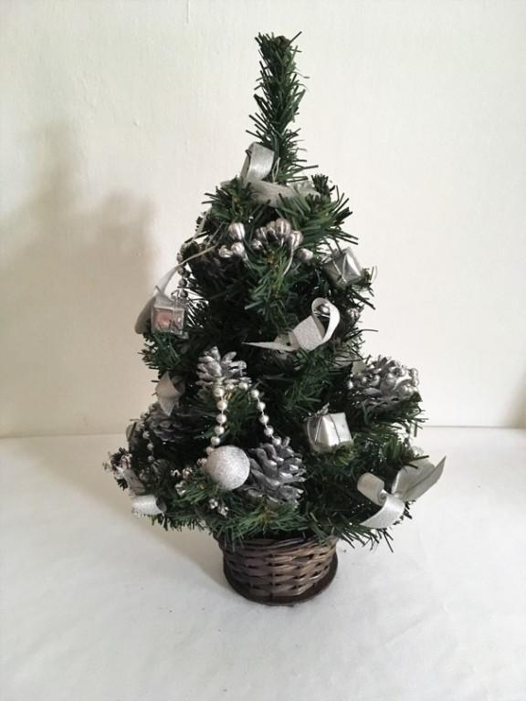 Malý vánoční stromeček stříbrný