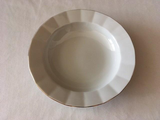 Hluboký talíř lehce zdobený